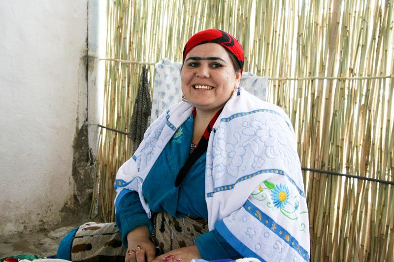 Женщина по таджика знакомства надо девушка